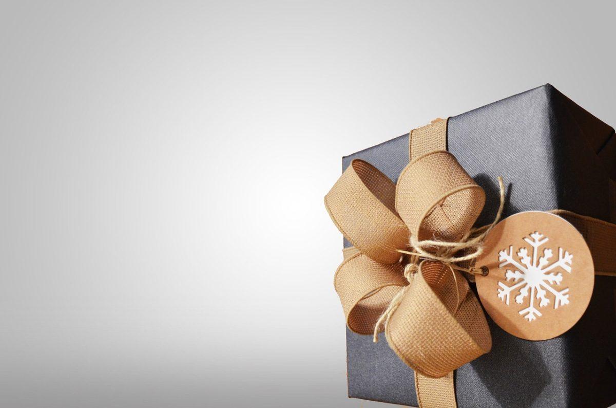 Dzień Kobiet – co podarować narzeczonej, perfekcyjny prezent.