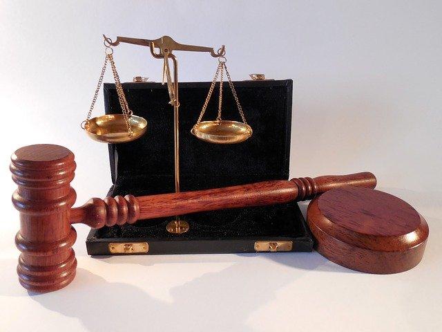 W czym może nam pomóc radca prawny? W jakich rozprawach i w jakich kompetencjach prawa wesprze nam radca prawny?